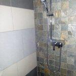 2a) Concept douche avec dalle et pierres [800x600]